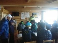 西駒山荘での天気図作成演習