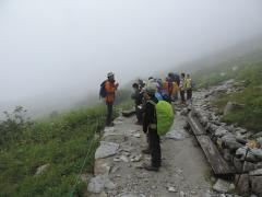 朝日助教より山岳環境の解説を受ける