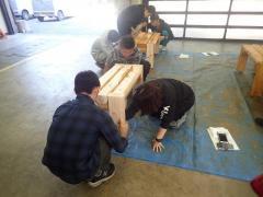 木材保護塗料の塗装作業