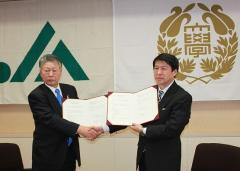 左:茂木会長  右:中村農学部長