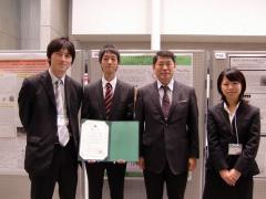 左から、片山助教、久木田さん、中村教授、今井さん