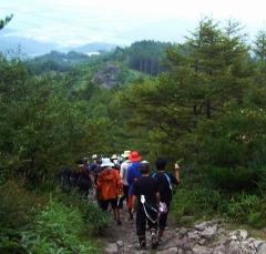 飯盛山ハイキングの様子