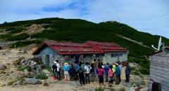 西駒山荘にて、ご主人から小屋の歴史について伺う