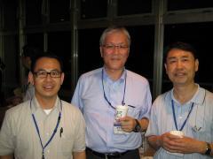 写真2 学会主催懇親会(左から、鏡味裕教授、前多敬一郎教授、朱士恩教授)