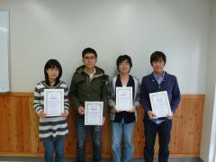 左から浅井さとみさん、陳赫さん、西澤太貴さん、荒川諒さん
