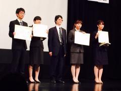 高野未来さん(左から2人目)
