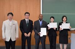 左から中村教授,山田教授(主催代表),Lebetwaさん,1人おいて宮崎さん