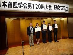 重盛 駿さん(写真右から3番目)