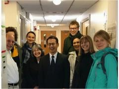 Stern教授の研究室にて指導生達と歓談