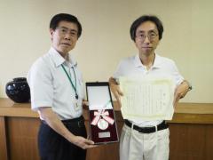 写真右から:山田明義 准教授、藤田農学部長