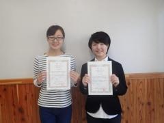 受賞された宮下佳奈枝さん(左)と山地祥子さん(右)