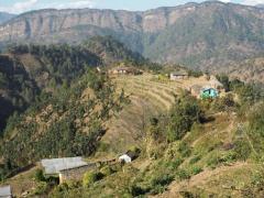 ネパール極西部マカハリ県バイタディ郡山岳地域の農村