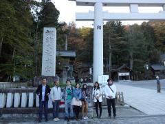 本学部生と諏訪大社を訪問