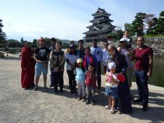 松本城での集合写真