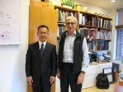 写真右から、鏡味教授、Dougias教授