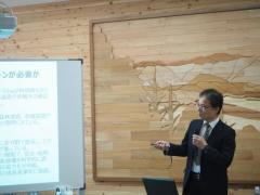 実証実験の結果報告をする加藤正人教授