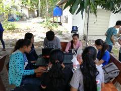 RUAの学生と一緒にまとめの作業