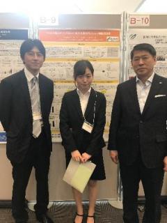 左から片山准教授、松本さん、中村教授