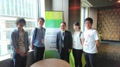 参加学生と鏡味教授(左から:楠戸さん、小林さん、鏡味教授、浅井さん、村上さん)