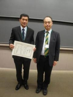 受賞した齋藤治技術専門職員(写真左)と協議会長