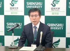 会見で記者からの質問に答える藤田教授