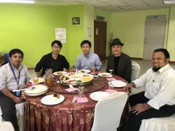 昼食会にて(左から,Raja,小林,佐藤,田代,ファイルル)