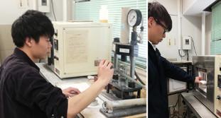 圧電セラミックスの作製。プレス機を使って、粉末をペレット状に成型(左図)し、炉に入れ(右図)、1000℃以上で焼成することでセラミックスが得られる。