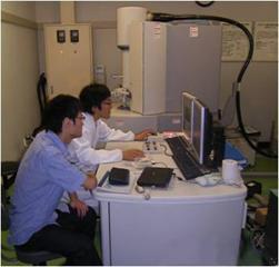 ナノ構造を観察するためには走査型透過電子顕微鏡(STEM)等の最先端電子顕微鏡操作が欠かせない