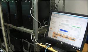 複数台のパソコンをネットワーク接続して一台の高性能なパソコン(PCクラスタ)を構築し、コンピュータシミュレーションで通信性能を検証する