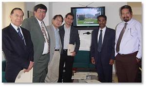 メキシコ最高峰の大学院大学CINVESTAVと信州大学間の国際交流協定締結(左からCINVESTAVパラシオ学長、コエロ教授、田中教授)