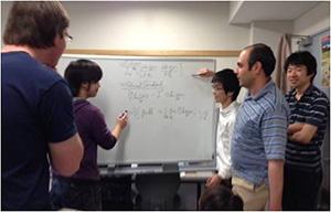 研究室は田中清教授とエルナン・アギレ准教授と合同.留学生も多く,海外との共同研究も盛ん