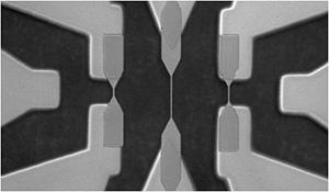研究室で作製したスピンメモリ素子
