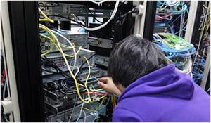 サービスを提供するために、サーバの設置、電源・ネットワーク配線、インストールなど、システム構築を一から行う