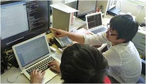 教育用ネットワークサービスの開発。学生が自分の目線で、自分にとって使いやすいシステムを開発している