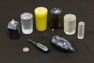 当研究室および共同研究企業で育成した機能性単結晶。サファイアやシリコンなどの半導体単結晶育成を実現