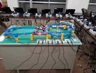 Machine to Machine Communications (M2M)のモデル実験 たくさんのセンサで新幹線の状態(振動数、歪みなど)をモニタする模擬実験。無線センサネットワークでより安全な運行を可能にして、さらなる高速運転が可能になるかも!?