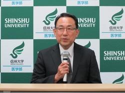 平成28年8月25日に行った記者会見において、今後の抱負を語る田中教授