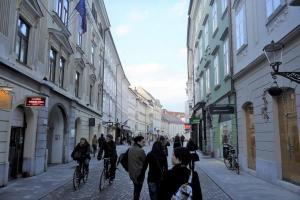 Ljubljana_strolling.jpg
