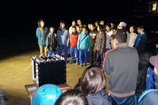 「ぎんれい」の歌を披露する栄小6年生