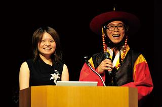 左:信大留学生(韓国) 右:チョウ ヒョンウさん(韓国)