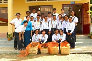 カンボジア・バッタンバン州の中学校教員養成校の皆さん