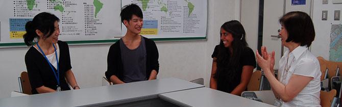 留学生とサポートスタッフ