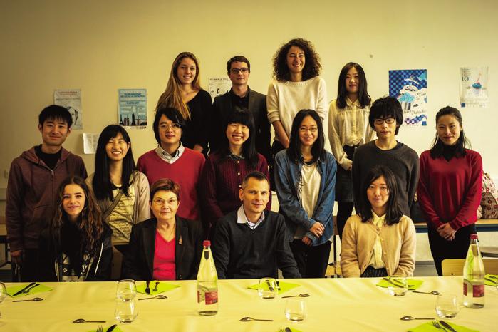 信州大学からの留学生や現地の大学生
