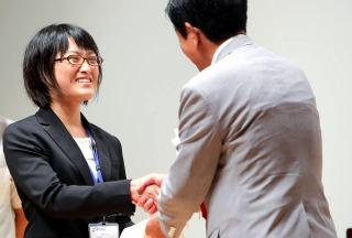 下村博文文部科学大臣と握手