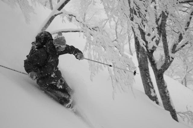 信大生時代、2002年ごろ。白馬にて。 実は「スキーの方が好き」という山本さん。その醍醐味は「スピード感、モーグルでこぶを滑っているときの何とも言えない刺激と空中にジャンプしたときの浮遊感。また新雪が好きでスキー以外では味わえない感覚」だという。