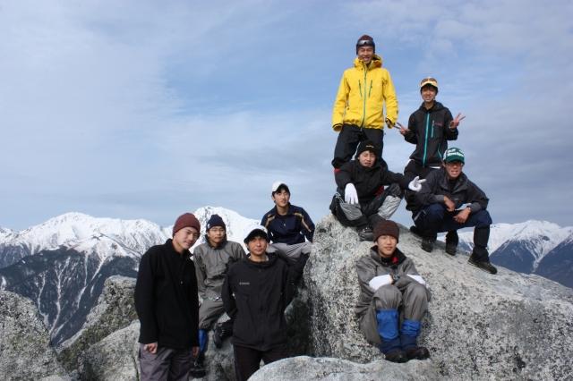 山岳・スキー部の部員と。2011年4月山梨県鳳凰三山にて