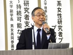 講演する岡田清氏