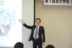 講義する車塚元章氏(インサイト ラーニング株式会社 マーケティング部長)
