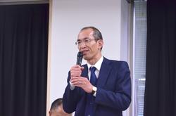 閉会挨拶をする山田総一郎理事