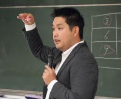 株式会社ファミーリエ代表取締役社長<br>徳倉康之氏